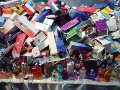 Stand Parfum Impor