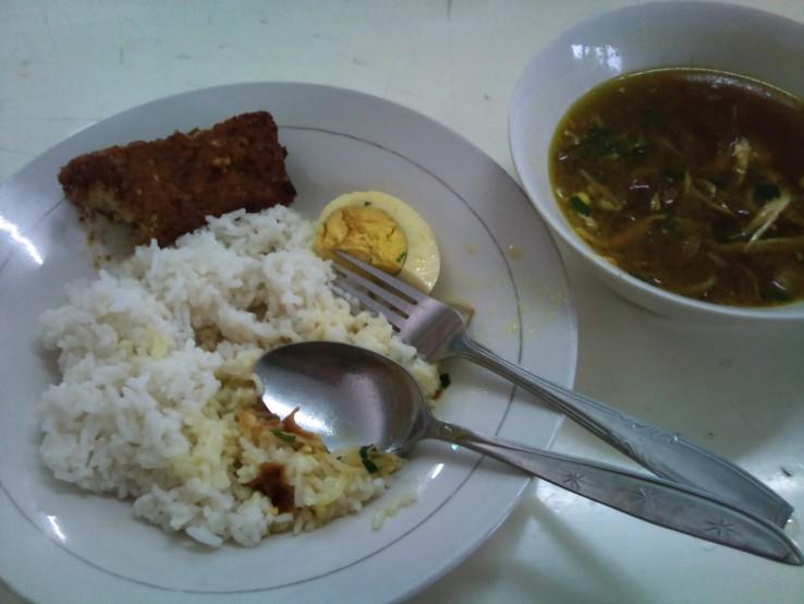 Nasi Putih, Soto Ayam, Tempe Bacem