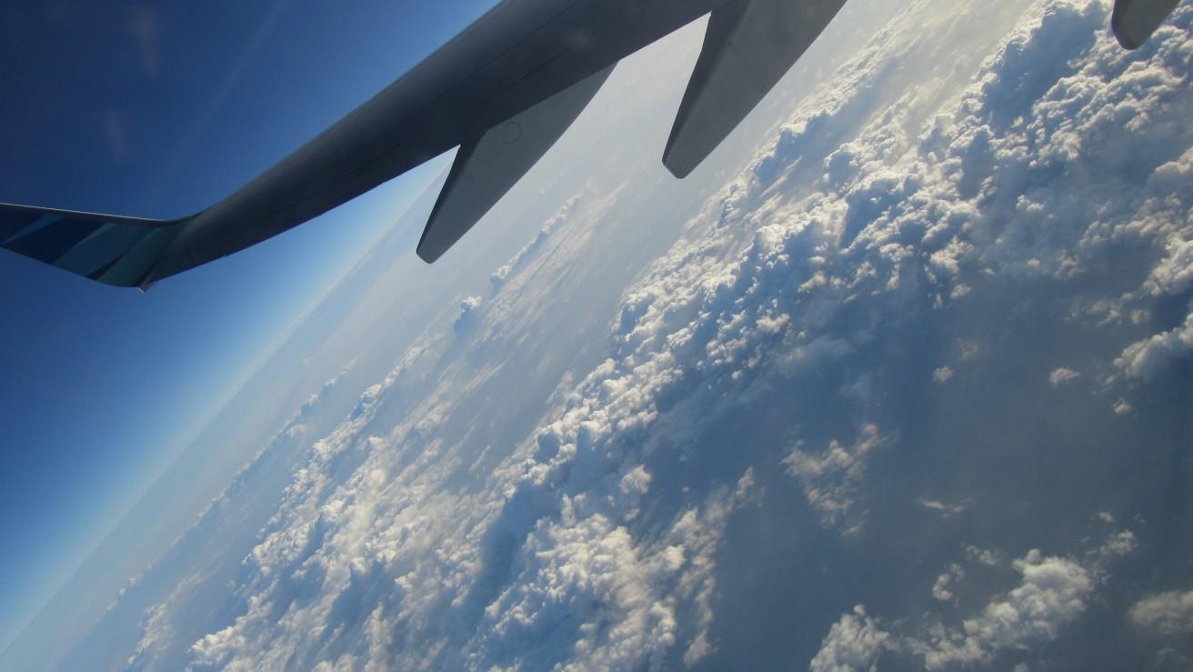 Awan putih di angkasa