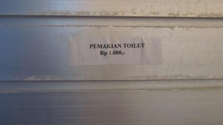 Denda Memaki Toilet