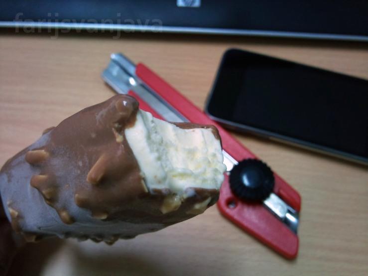 Es Krim Magnum Almond