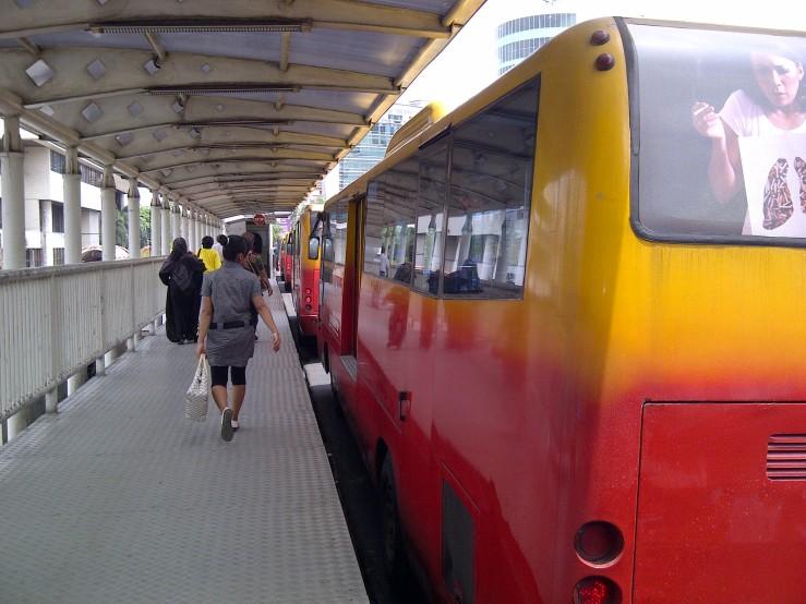Bus TransJakarta Mengantre