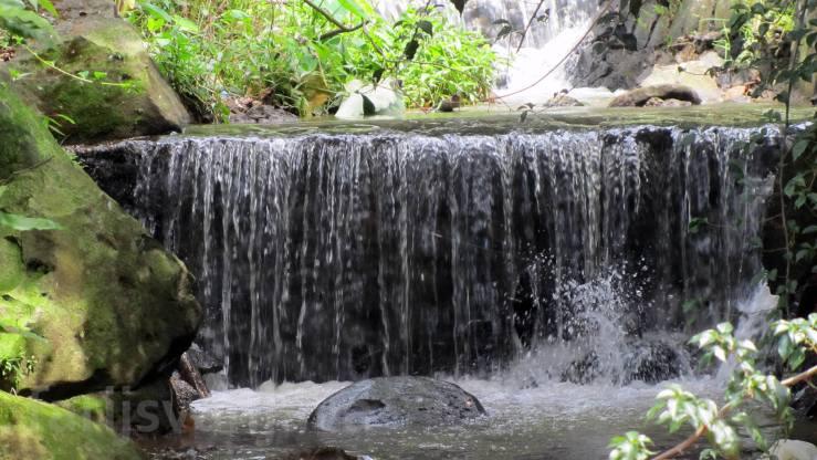Air Terjun atau Air Mancur atau Air Jatuh?
