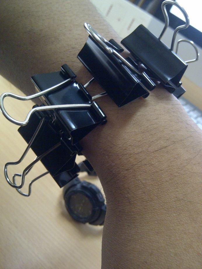 Klem kertas (binder clip) sebagai gelang (bracelet)