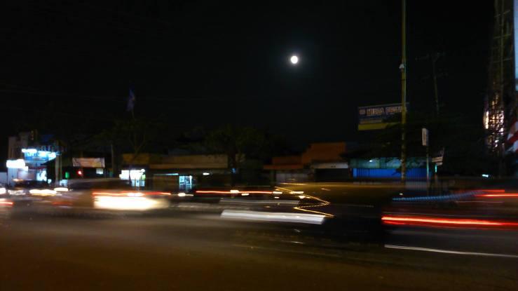 Nuansa malam di Malang saat purnama