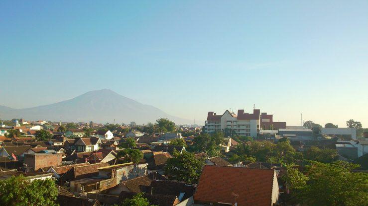 Pemandangan dari Jendela Kamar Hotel di Malang